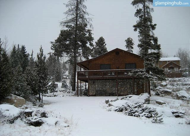 Cabin with outdoor fire pit near grand lake colorado for Grand lake cabins