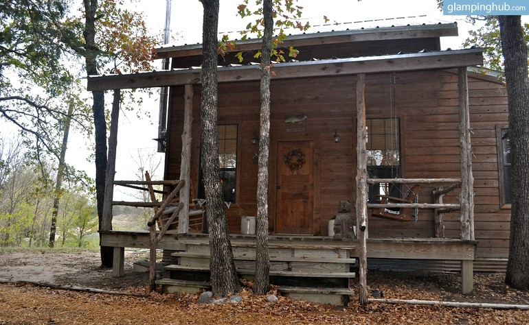 Log cabin nestled in woods on lake texoma texas for Texas cabins in the woods