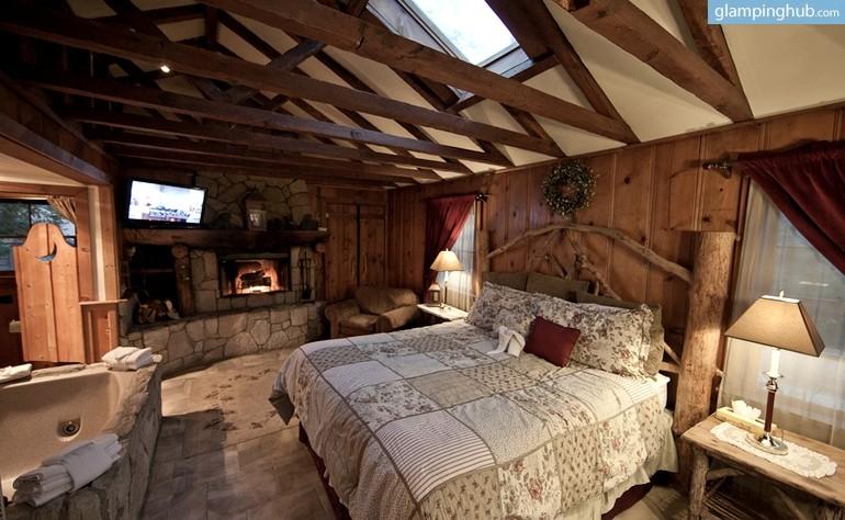 Honeymoon Cabin With Hot Tub Near Lake Arrowhead California