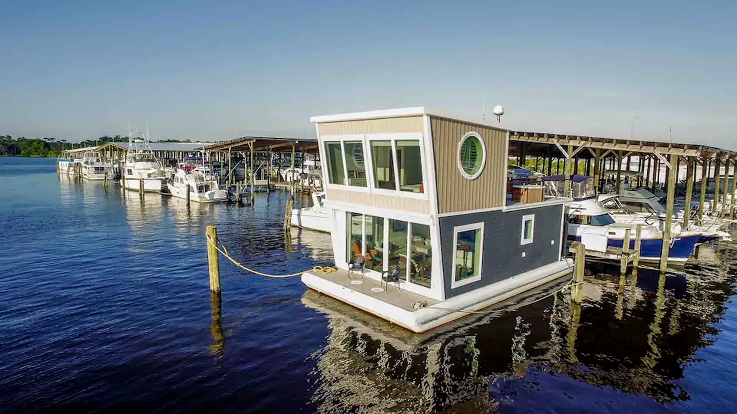 Go glamping in Florida in this houseboat rental!
