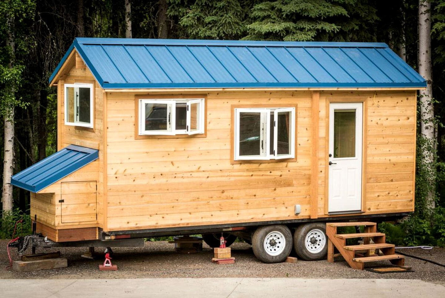 This tiny house rental is ideal for glamping in Alaska