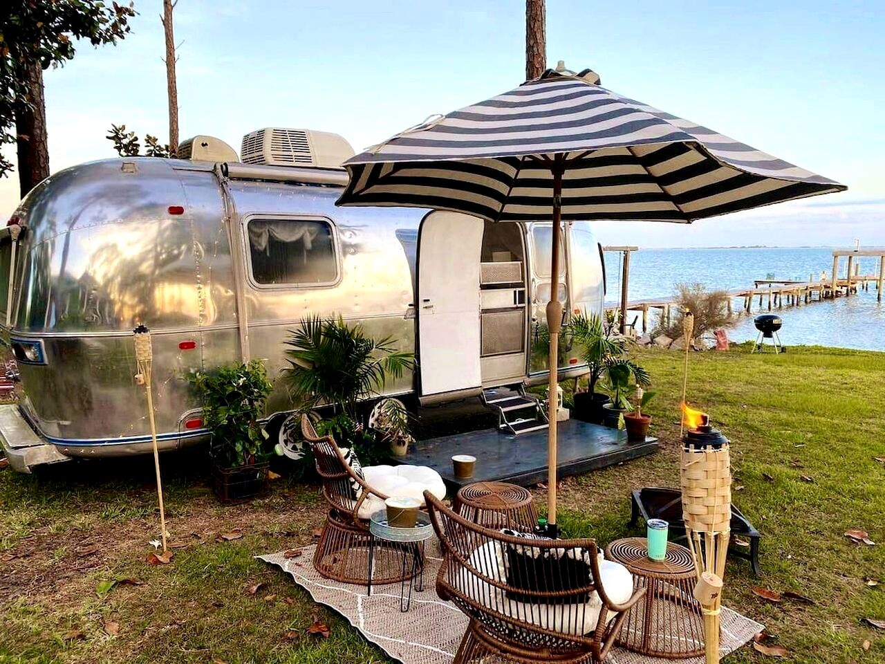 This fantastic 1972 Airstream is ideal for glamping in Florida