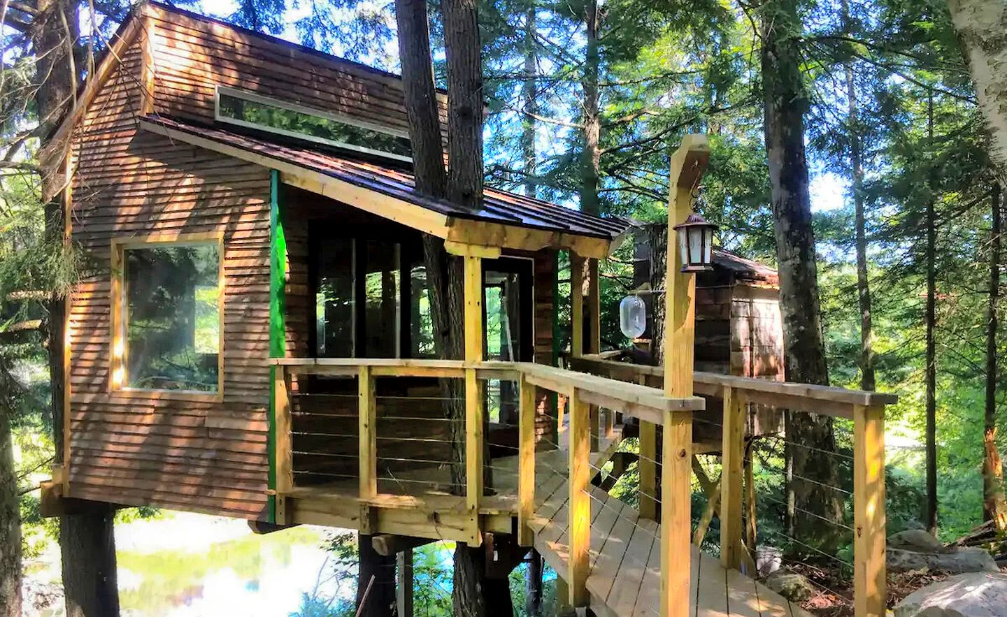This Vermont tree house is perfect for a romantic getaway
