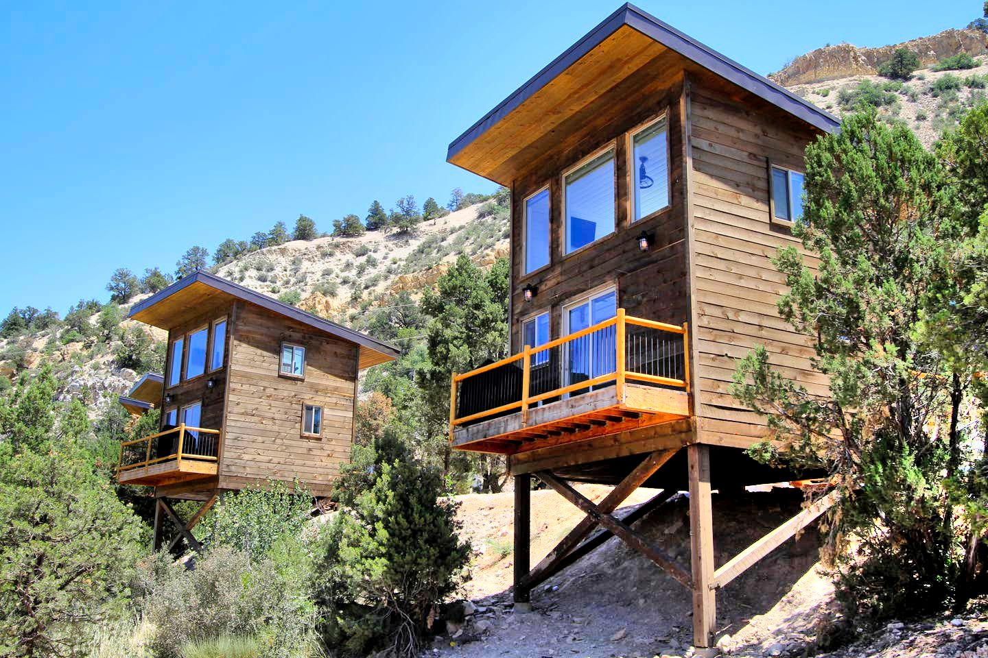 Elevated cabin rental in Orderville, Utah