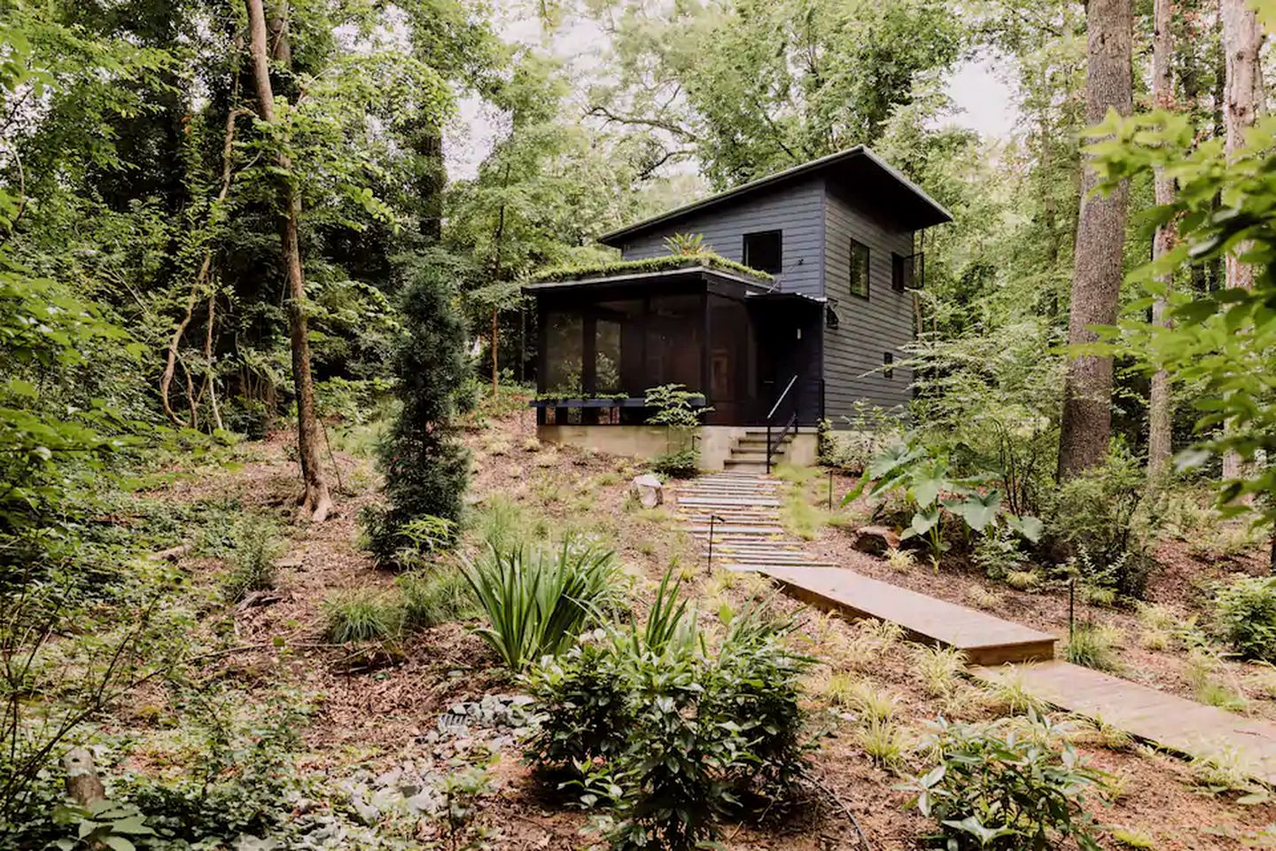 Tiny house rental for romantic glamping in North Carolina