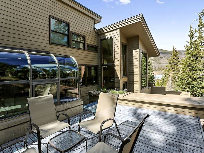 Mountainside getaway with private hot tub in dillon colorado