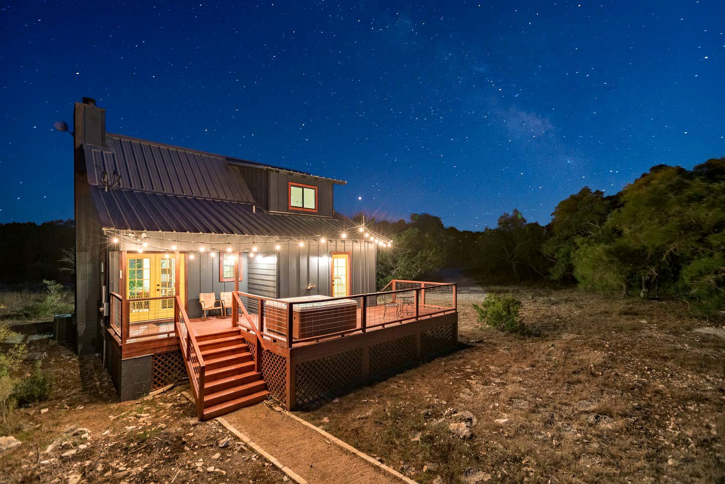 Lovely little Hill Country cabin for four guests to enjoy Texas vacations