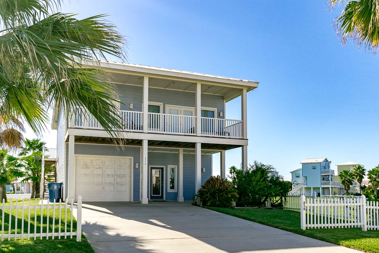 Amazing Cottage Rental With A Shared Pool Near Mustang Island State Park In Port Aransas Texas Home Interior And Landscaping Mentranervesignezvosmurscom