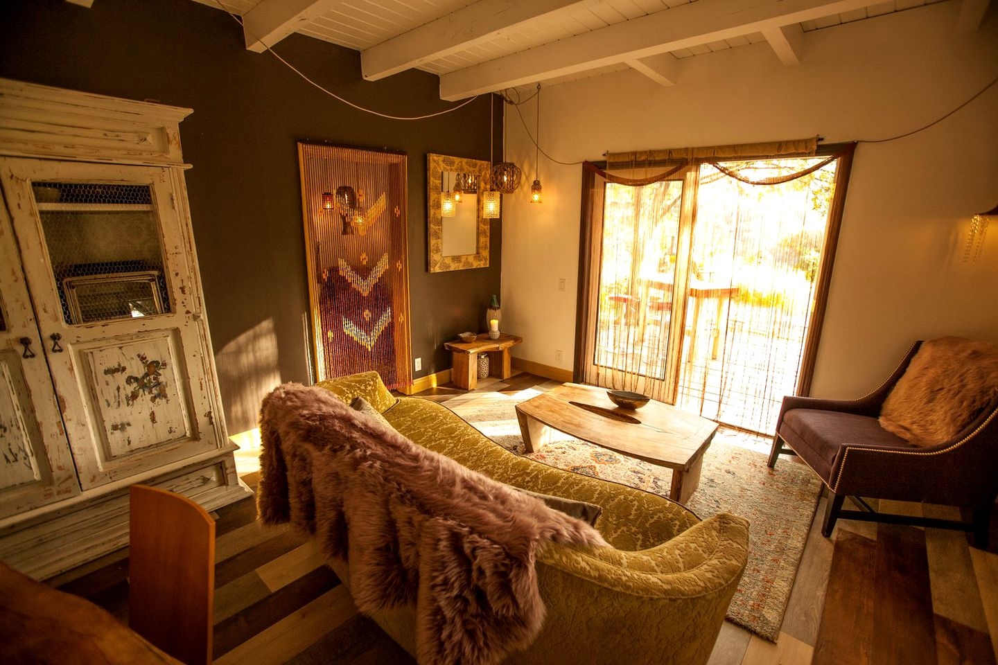 This Topanga accommodation is ideal for a romantic getaway near Los Angeles