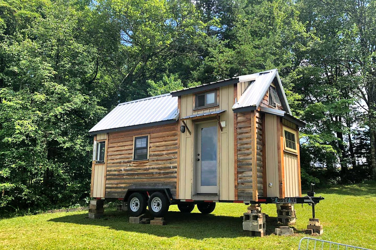 This Tennessee tiny house is great for a glamping getaway in Grandview