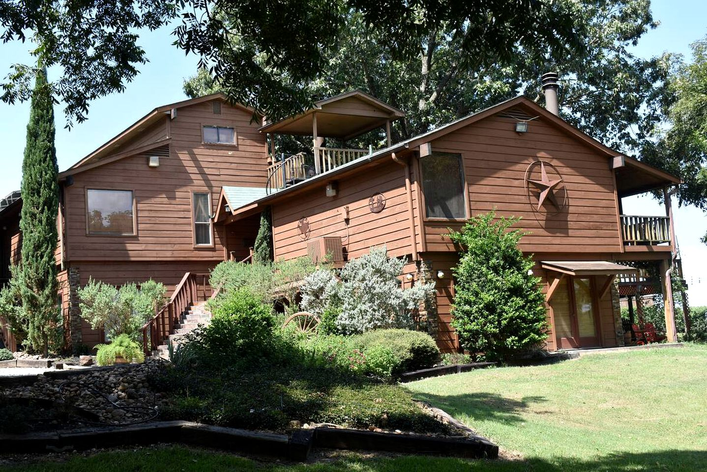 One of the best large cabin rentals for family vacations in Texas