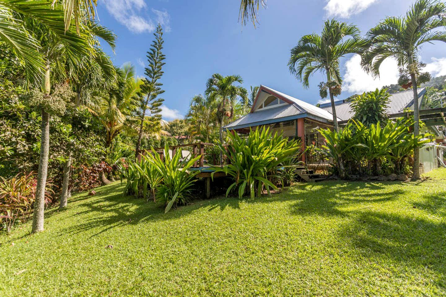 Luxury beach house with a fantastic deck for amazing Cook Islands holidays