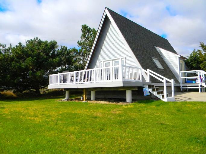 Charming A-Frame Cabin Rental with Lake Views near Lake McConaughy, Nebraska