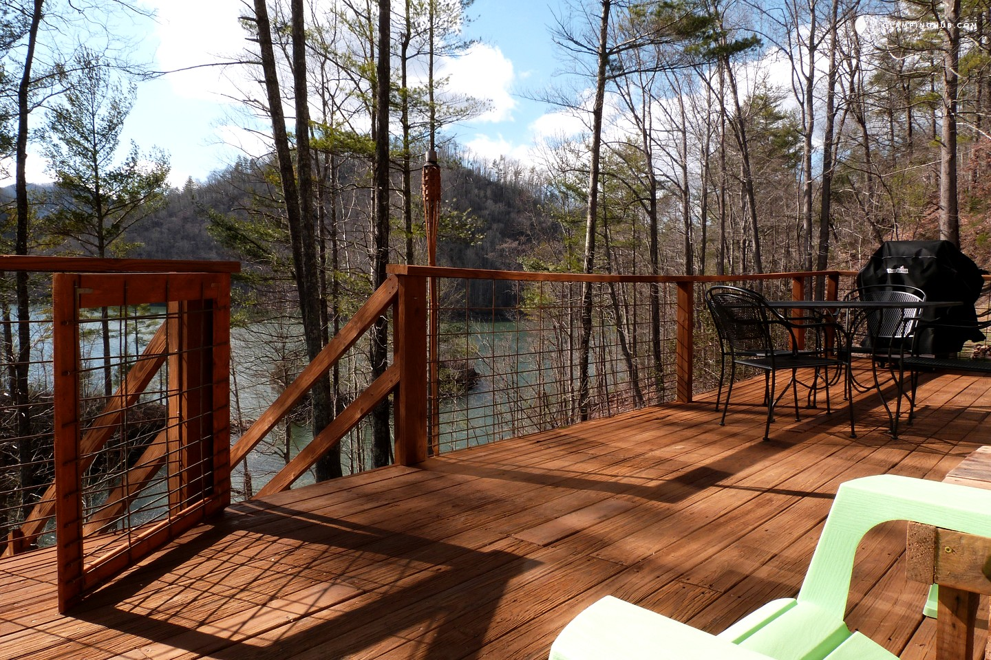 Cabin rental on watauga lake tennessee for Private cabin rentals in tennessee