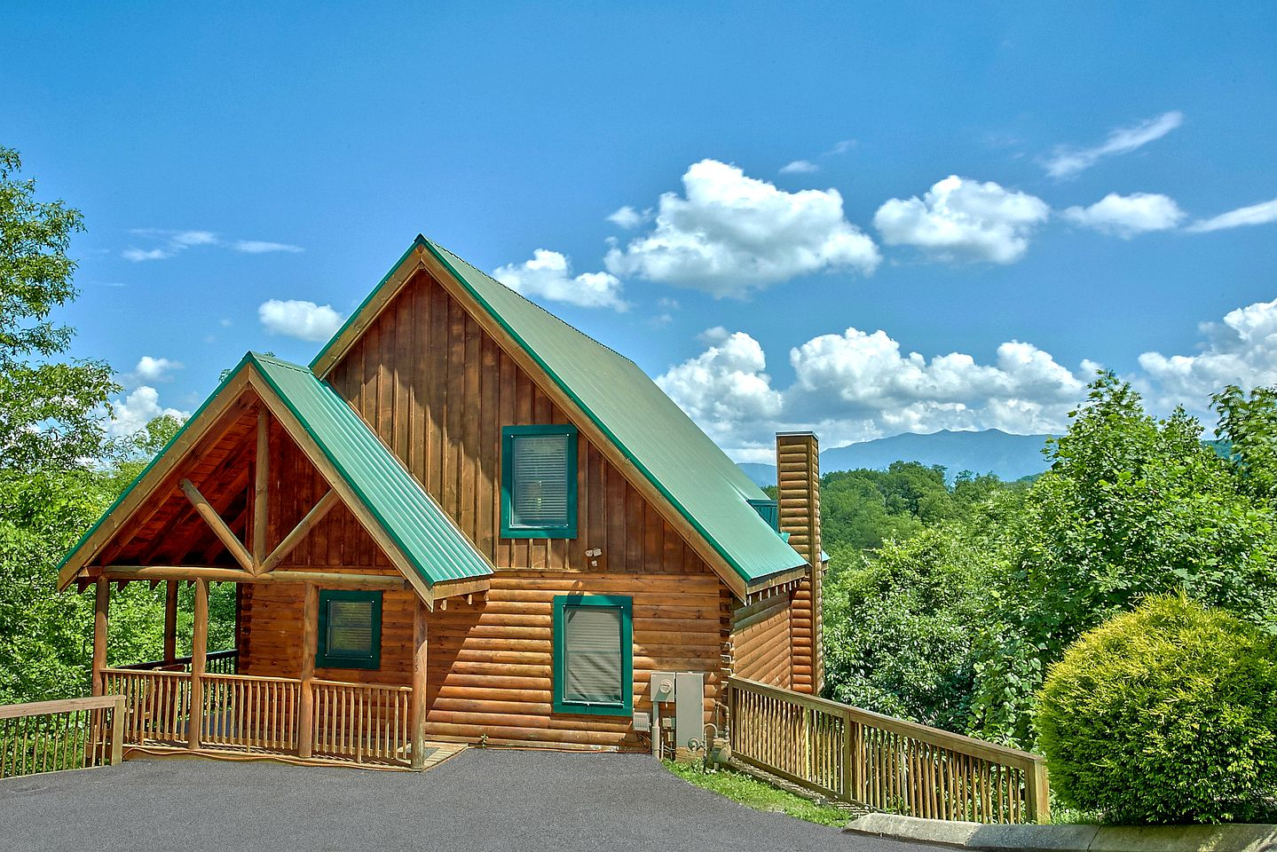 This Pigeon Forge vacation cabin is ideal for weekend getaways in Tennessee