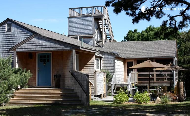 Cabin rental with private beach in cape cod for Cabin rentals in cape cod ma