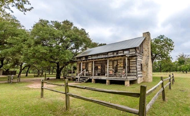 1800s Log Cabin Rental With Unique Dogtrot Breezeway Located In Fredericksburg Texas