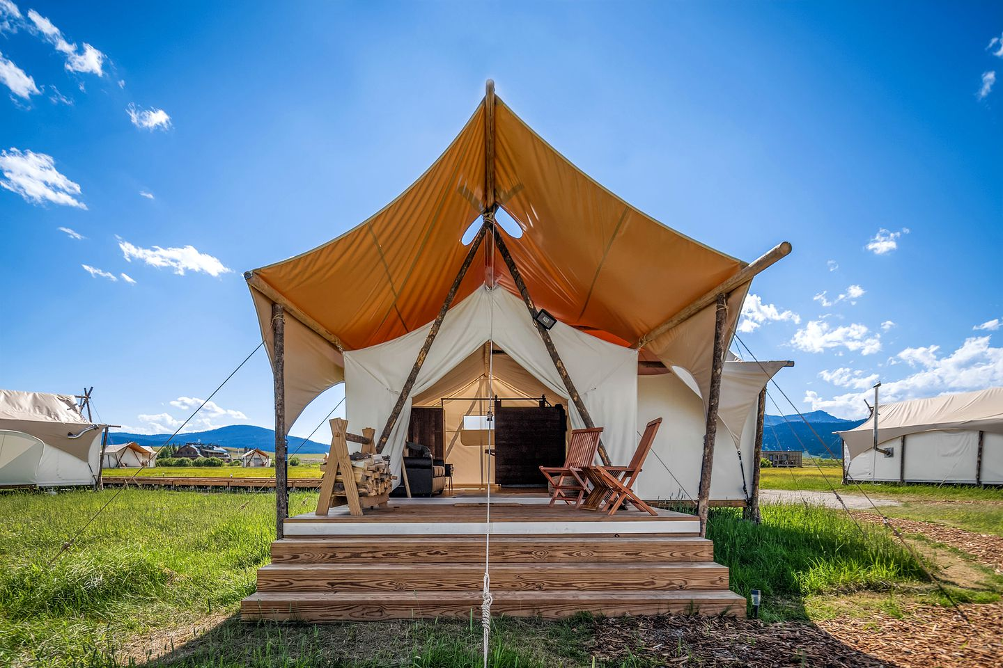 Tents (West Yellowstone, United States)