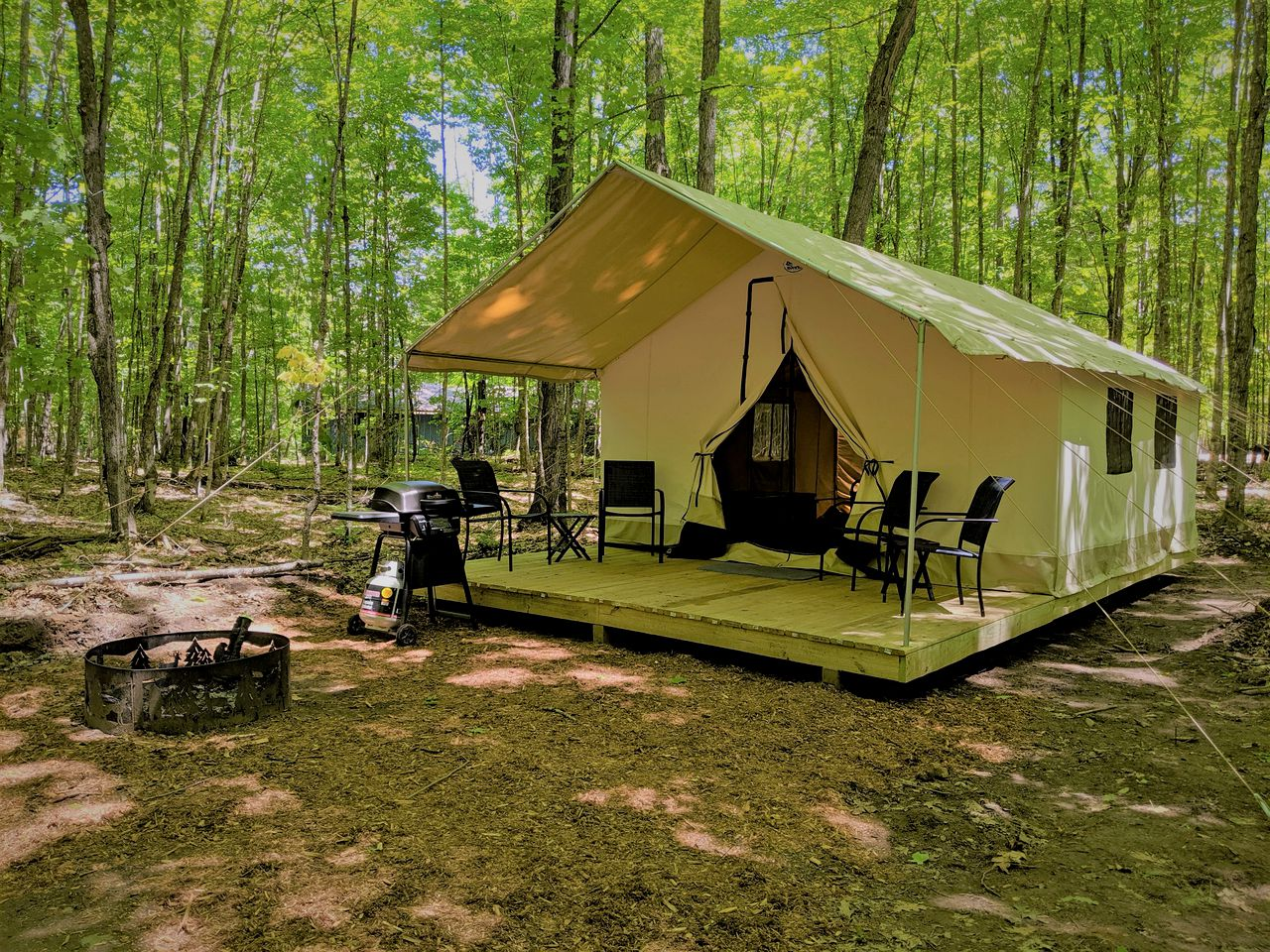 Safari Tents (Phelps, Wisconsin, United States)