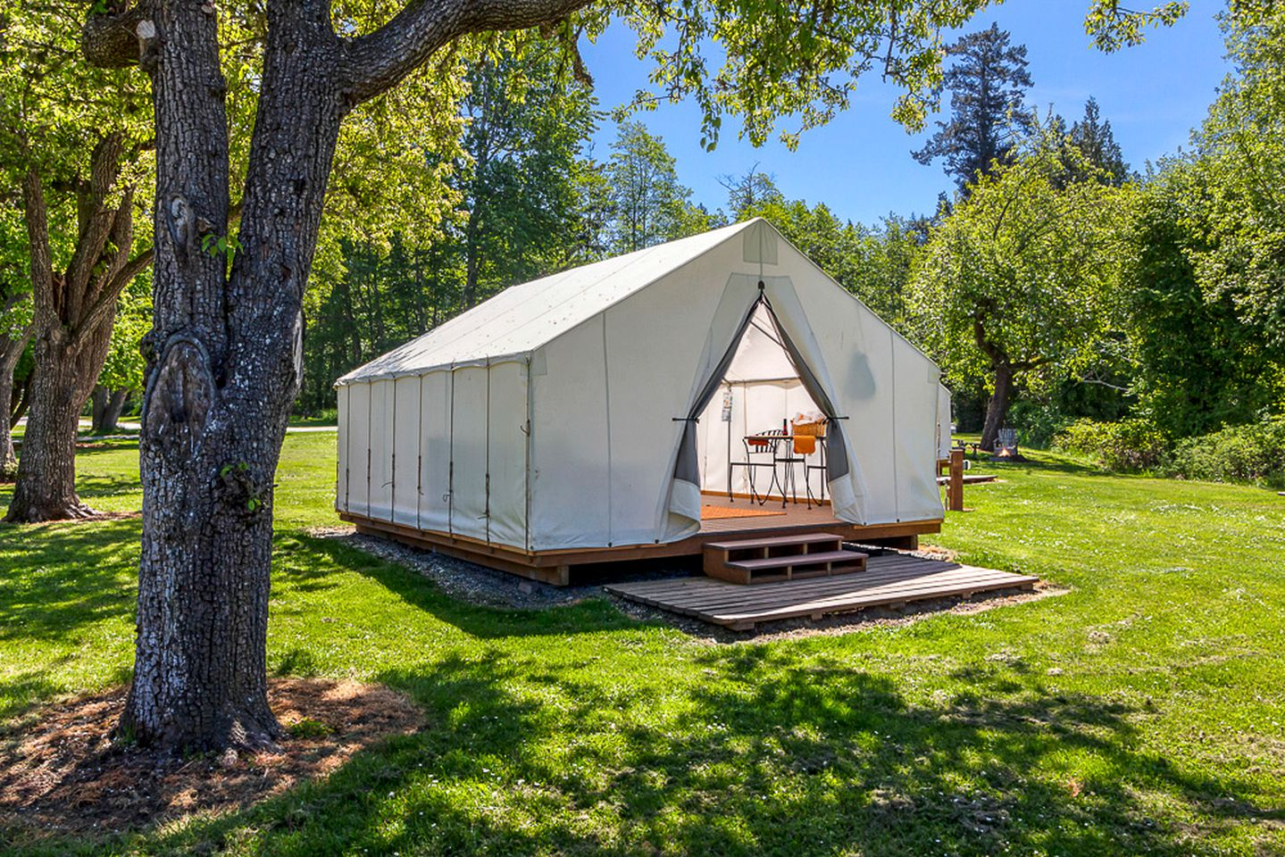 Tented Cabins (Eastsound, United States)