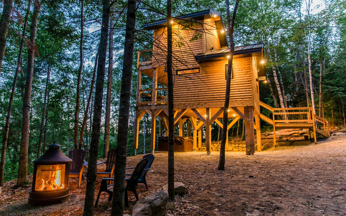 Go glamping in Quebec in this tree house rental!