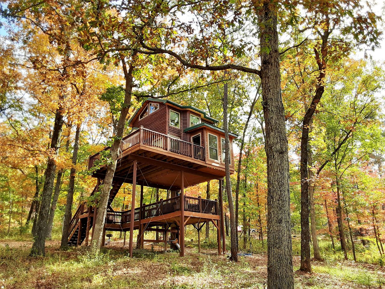 Tree house glamping in Missouri