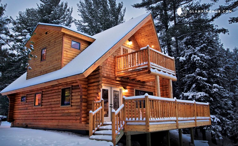 Log Cabin With Jacuzzi In The Adirondacks