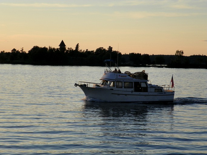 Spacious Boat Rental to Explore Thousand Islands, Upstate New York