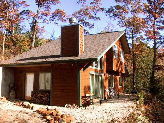 Awesome Pet Friendly Mountain Cabin Rental For Two Near Downtown Gatlinburg Tennessee Beutiful Home Inspiration Xortanetmahrainfo