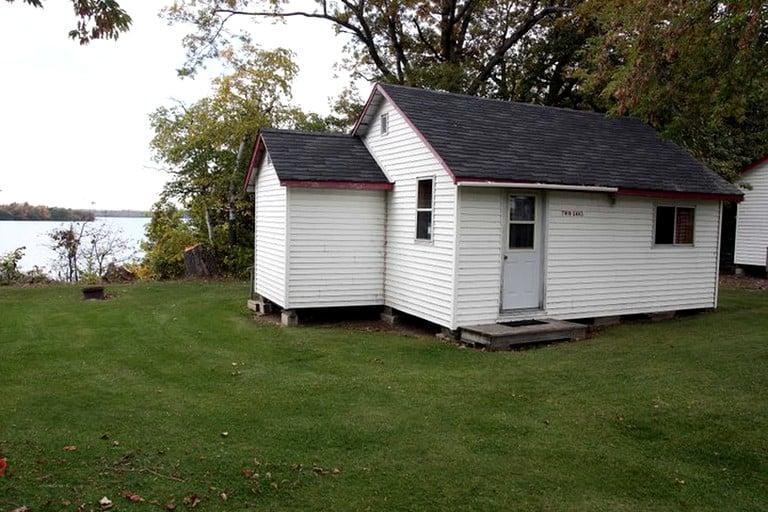 Astounding Charming Waterfront Cottages For Rent On Family Resort Near Rice Lake Ontario Interior Design Ideas Skatsoteloinfo