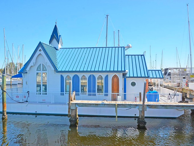 Astonishing Historic Houseboat Rental on the Manatee River near Sarasota,  Florida