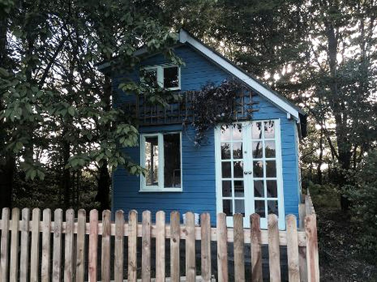 Cabins (Umberleigh, England, United Kingdom)