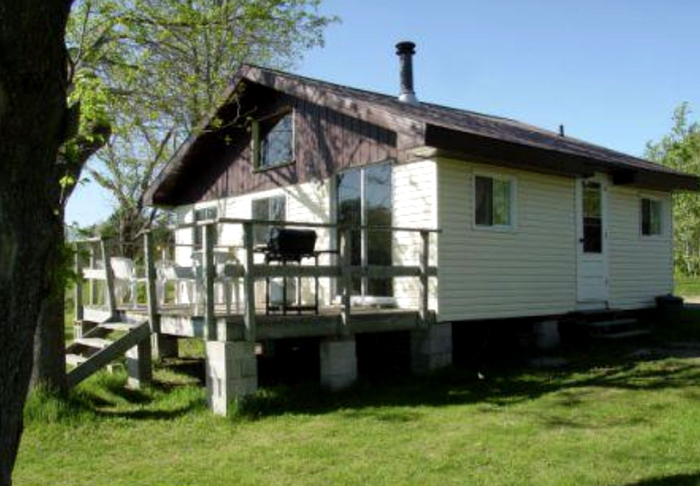 Waterfront cottage rental with deck in Ontario.