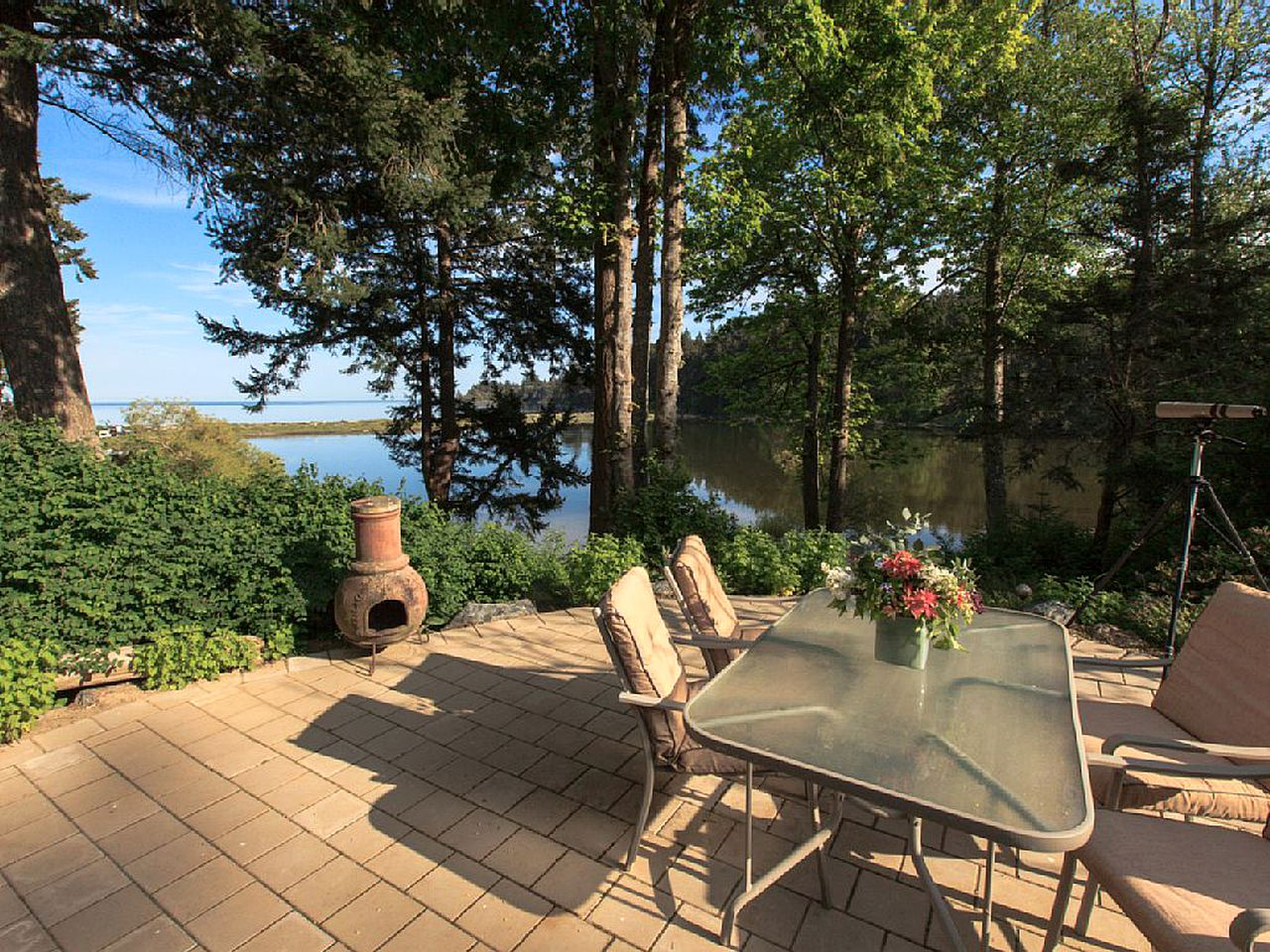 Waterfront cottage rentals: Victoria, BC, Canada