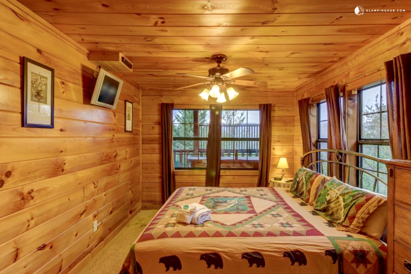 Cabin by the smokies in pigeon forge for Pigeon forge cabins with hot tub