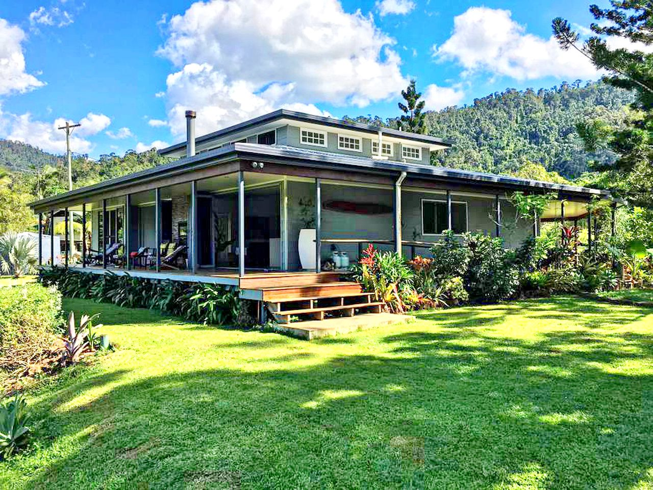 Cottages (Mount Charlton, Queensland, Australia)