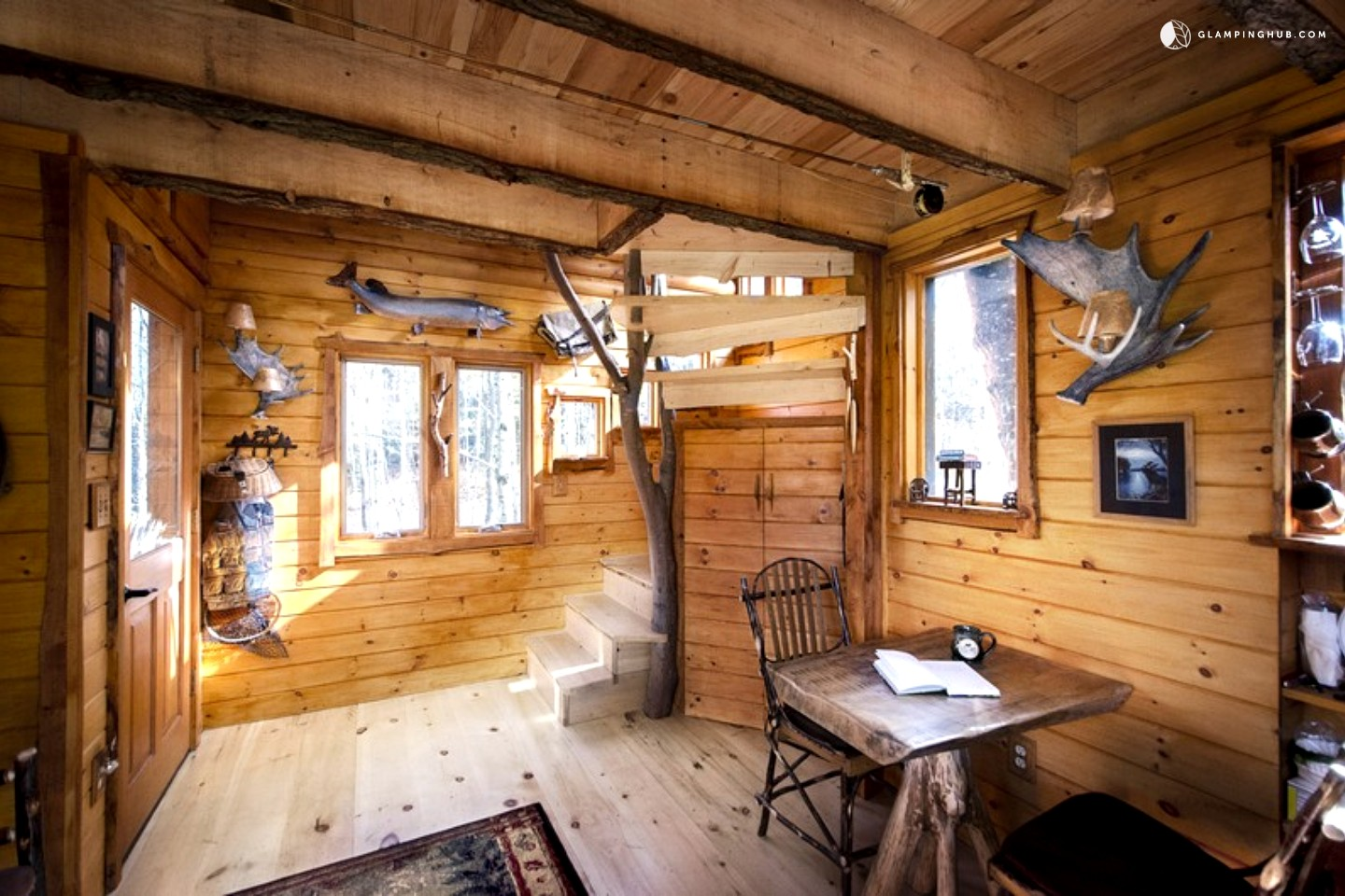 Do It Yourself Home Design: Glamping Treehouse New England