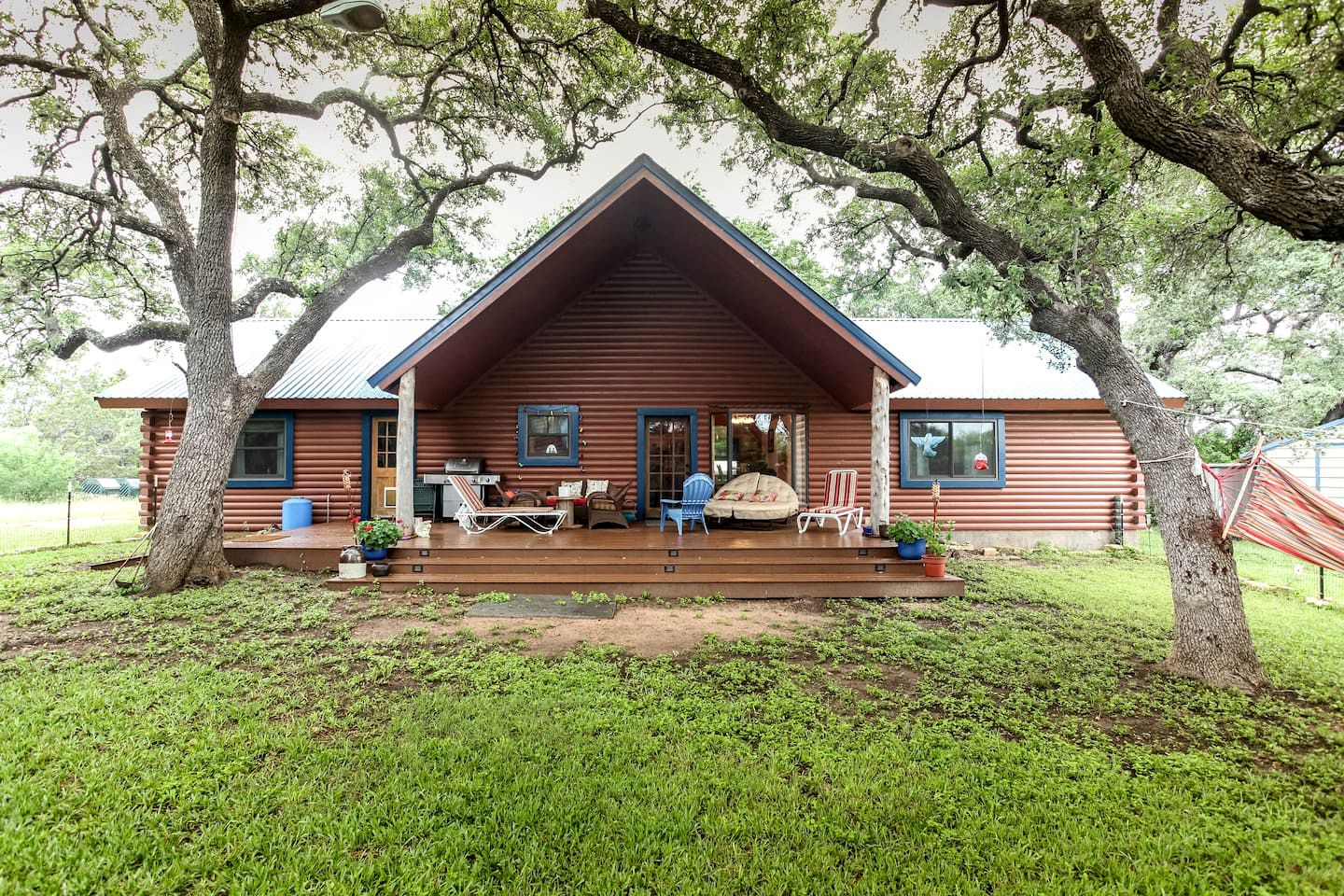Log Cabins (Spicewood, Texas, United States)