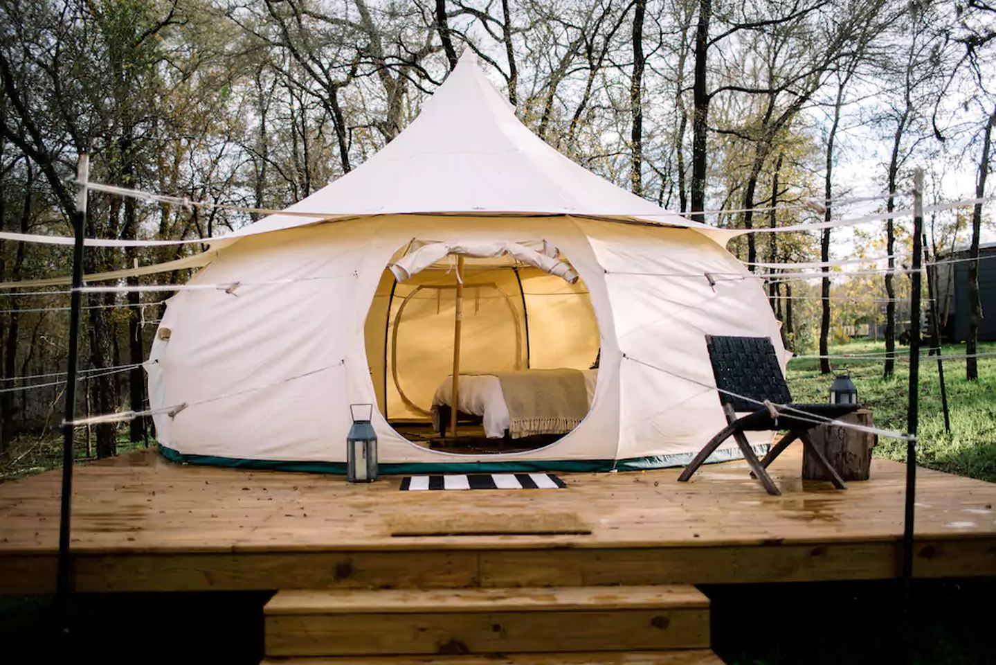 Bell Tents (Elgin, Texas, United States)