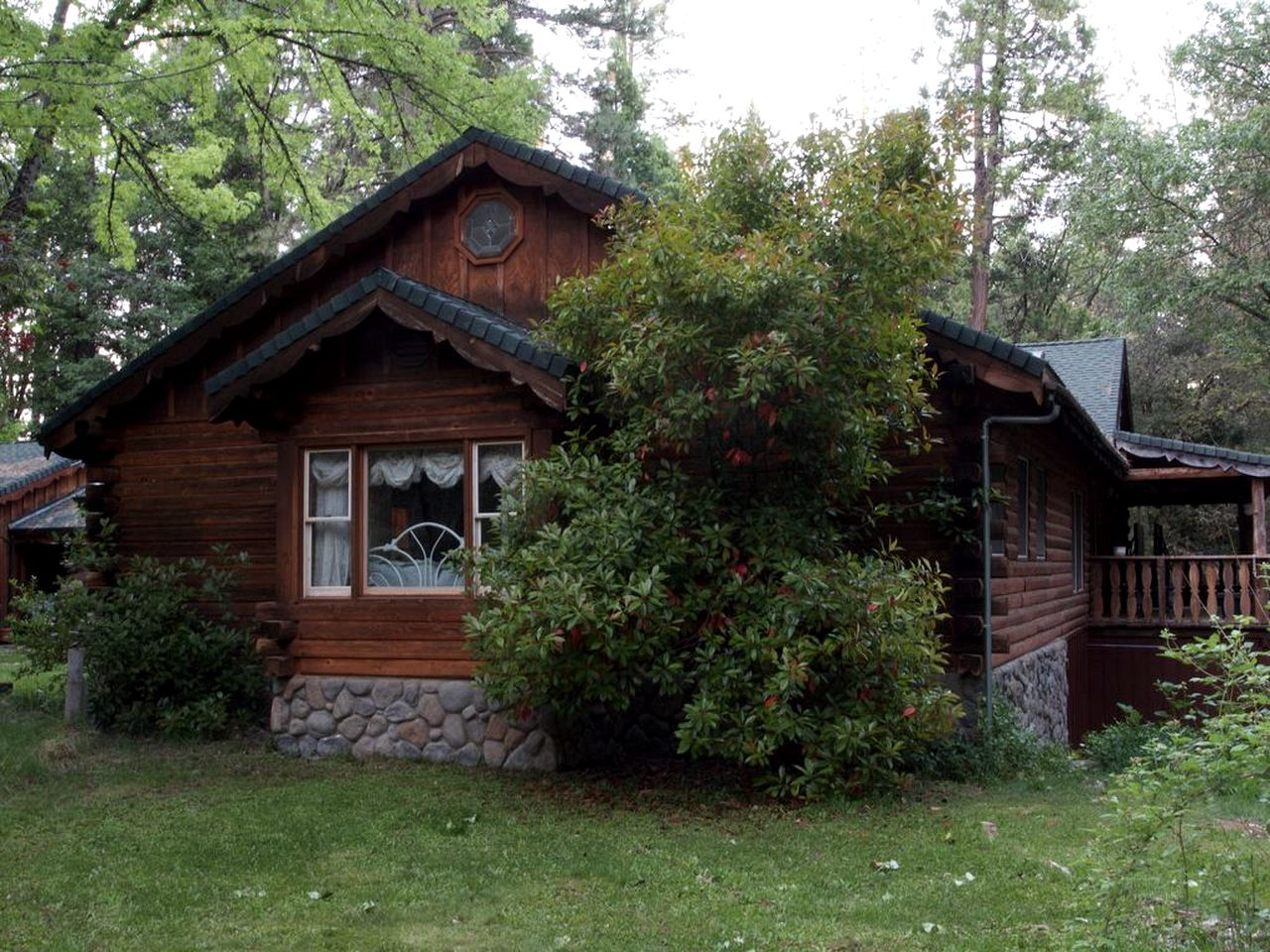 Log Cabins (Nevada City, California, United States)