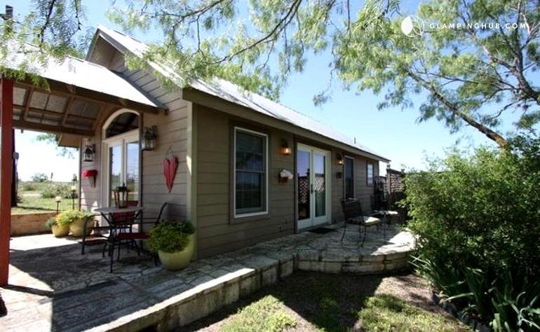 Romantic cabin rental in fredericksburg texas for Cabins near fredericksburg tx