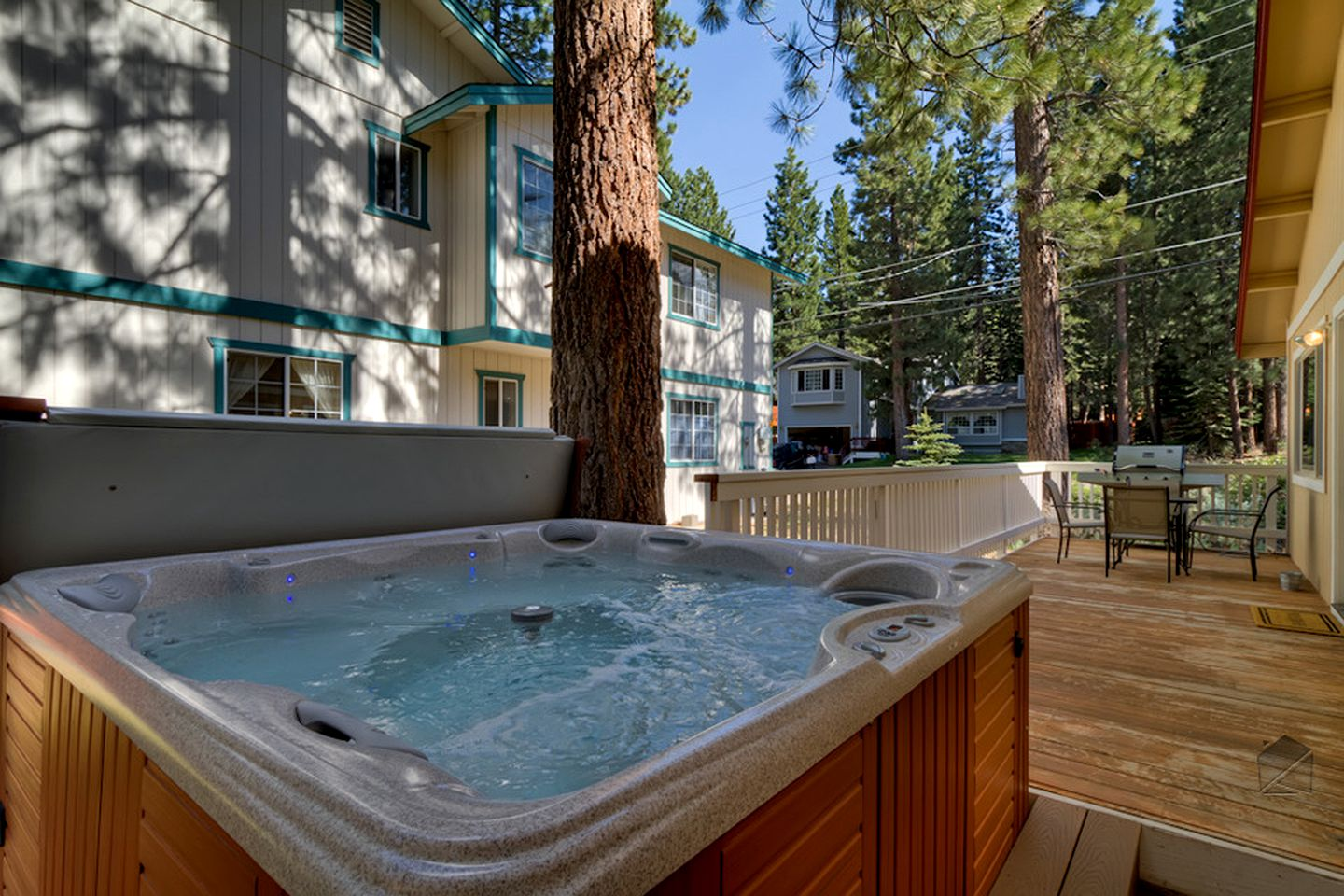 Cottages (South Lake Tahoe, California, United States)