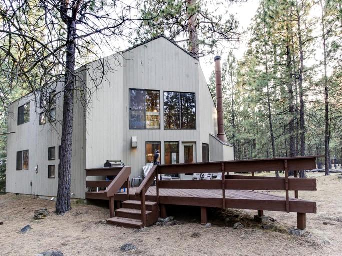 Spacious Cabin Getaway next to Aspen Lake in Black Butte Ranch, Oregon