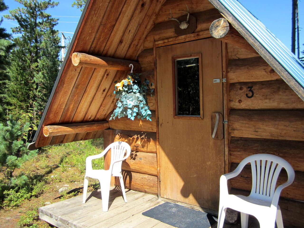 Blue River Cabins (British Columbia, Canada) near Eleanor Lake