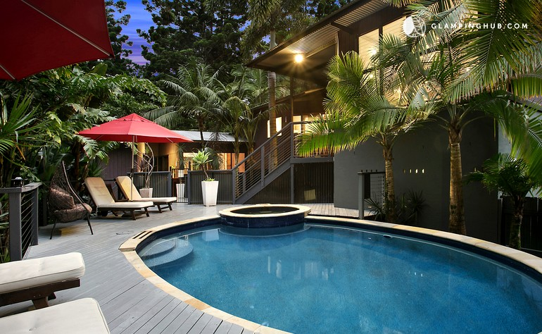 treehouse rental with spa in australia glamping in new. Black Bedroom Furniture Sets. Home Design Ideas