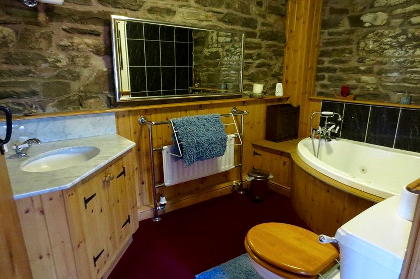 Cottage Rental With Hot Tub Near Knighton Wales