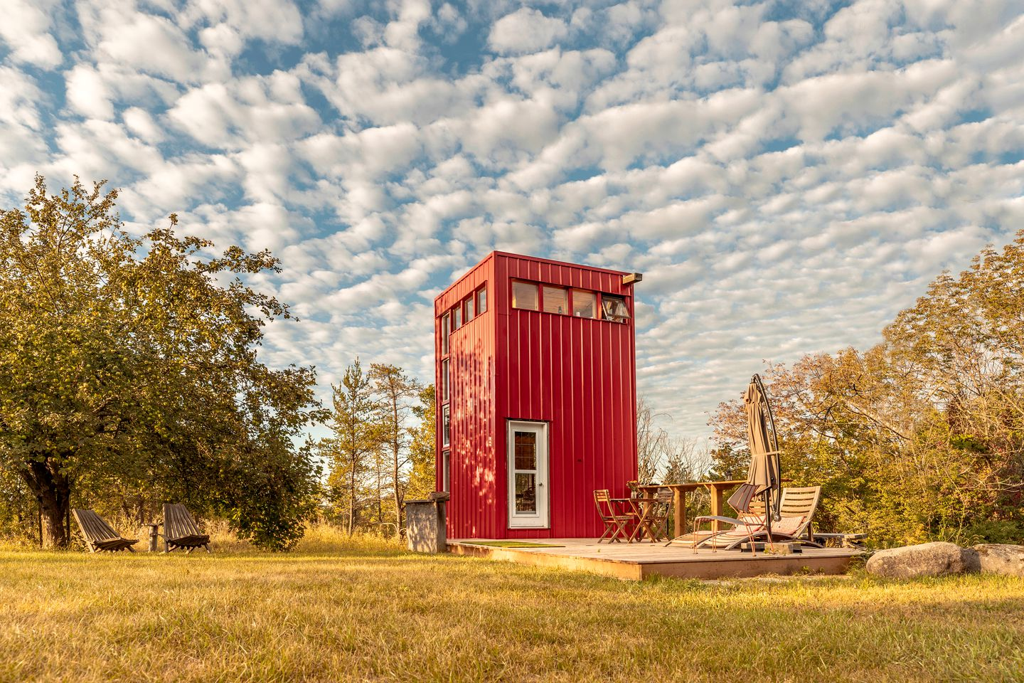 The bright red tiny house rental for romantic getaways, Ontario
