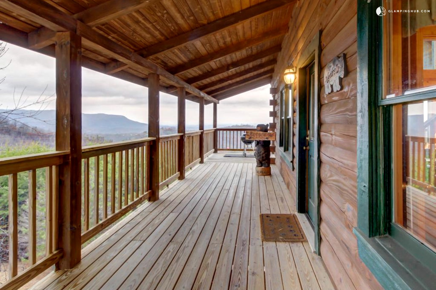 Cabin near the great smoky mountains in sevierville tennessee for Luxury pet friendly cabins in gatlinburg tn