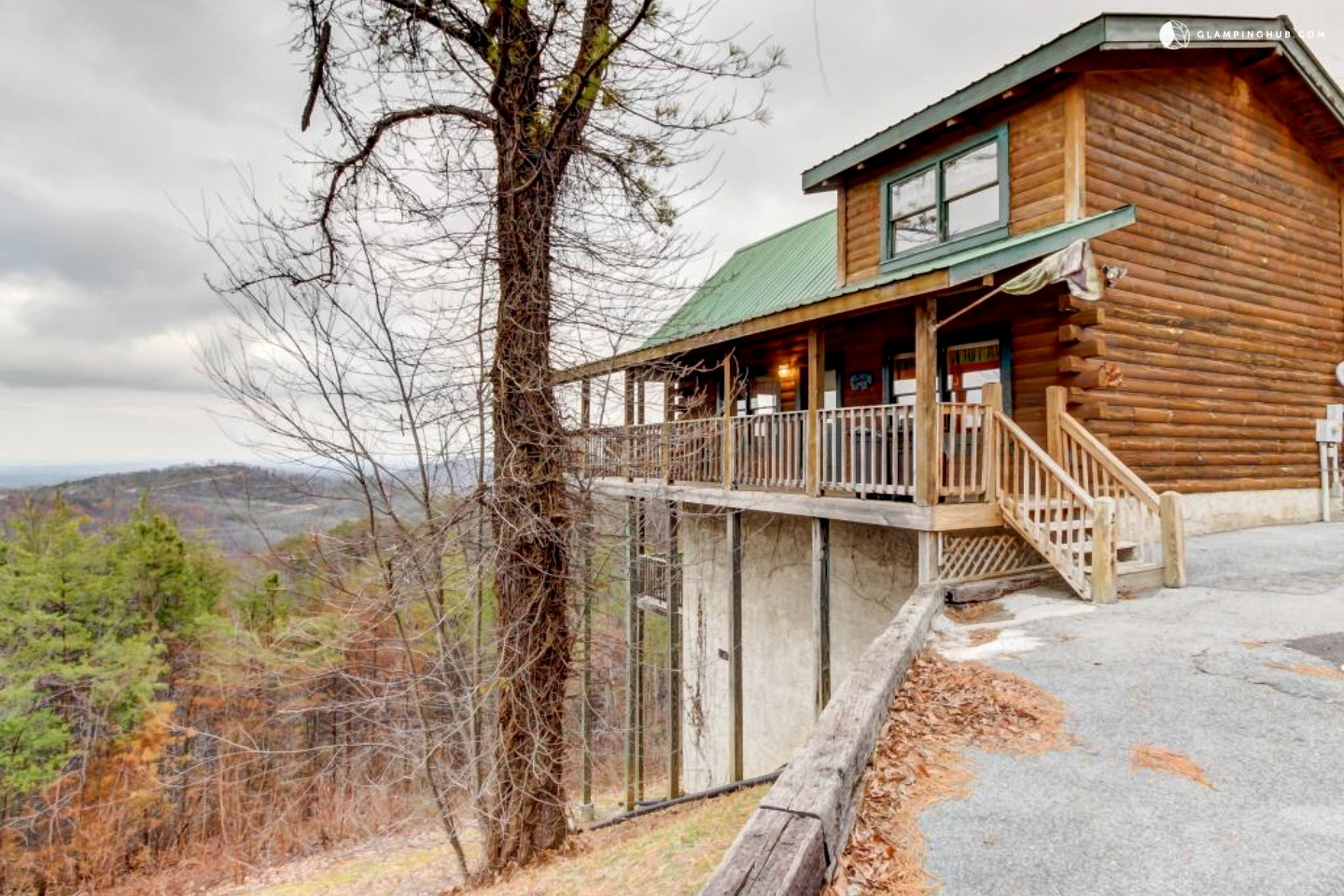 cabin near the great smoky mountains in sevierville tennessee