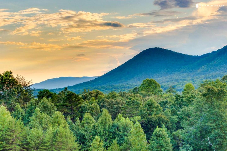 Mountain cabin retreat near helen georgia for Mountain luxury